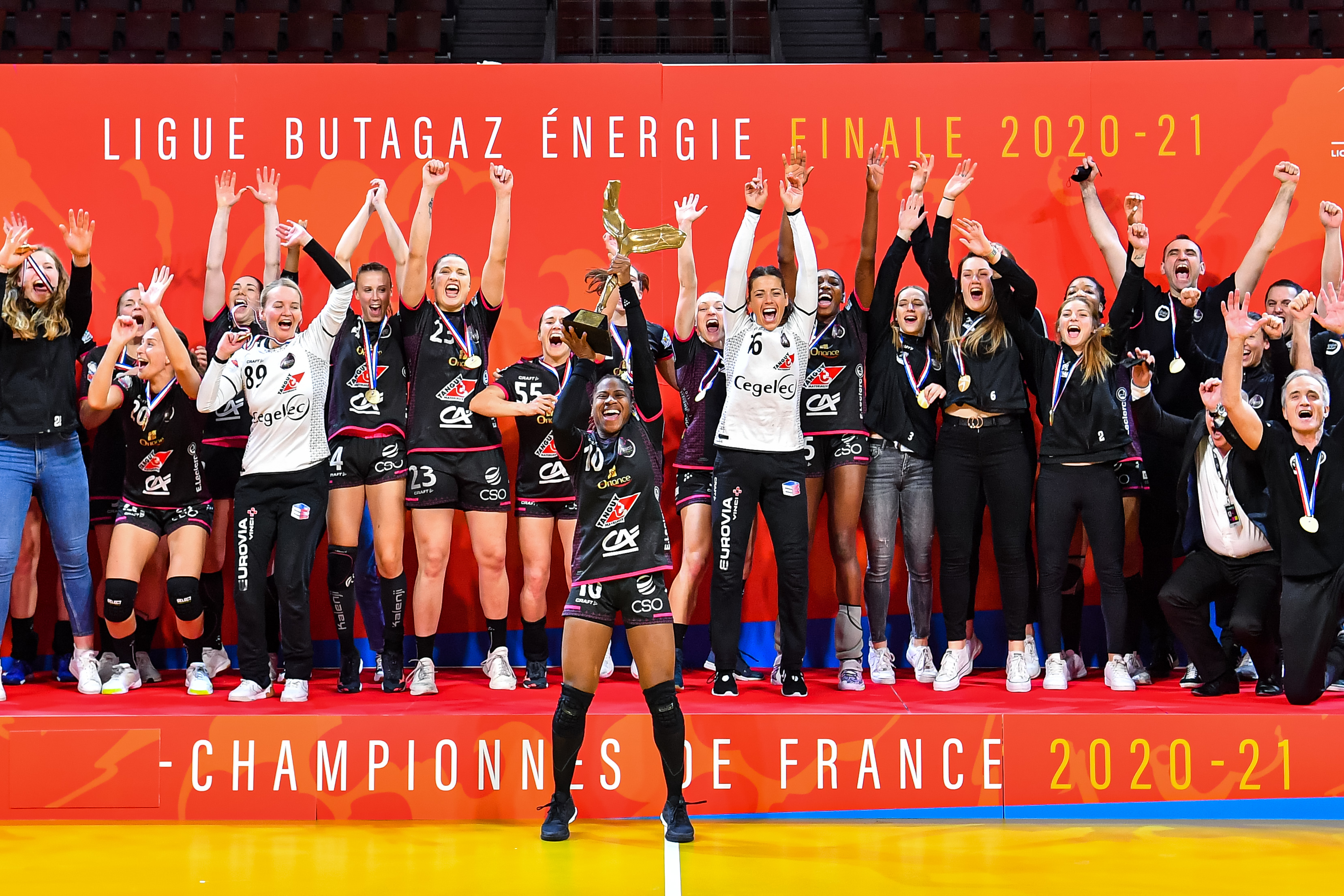 Team of Brest celebrate on the poidum after the women's Ligue Butagaz Energie final match between Brest and Metz at Brest Arena on May 23, 2021 in Brest, France. (Photo by Baptiste Fernandez/Icon Sport) - Brest (France)