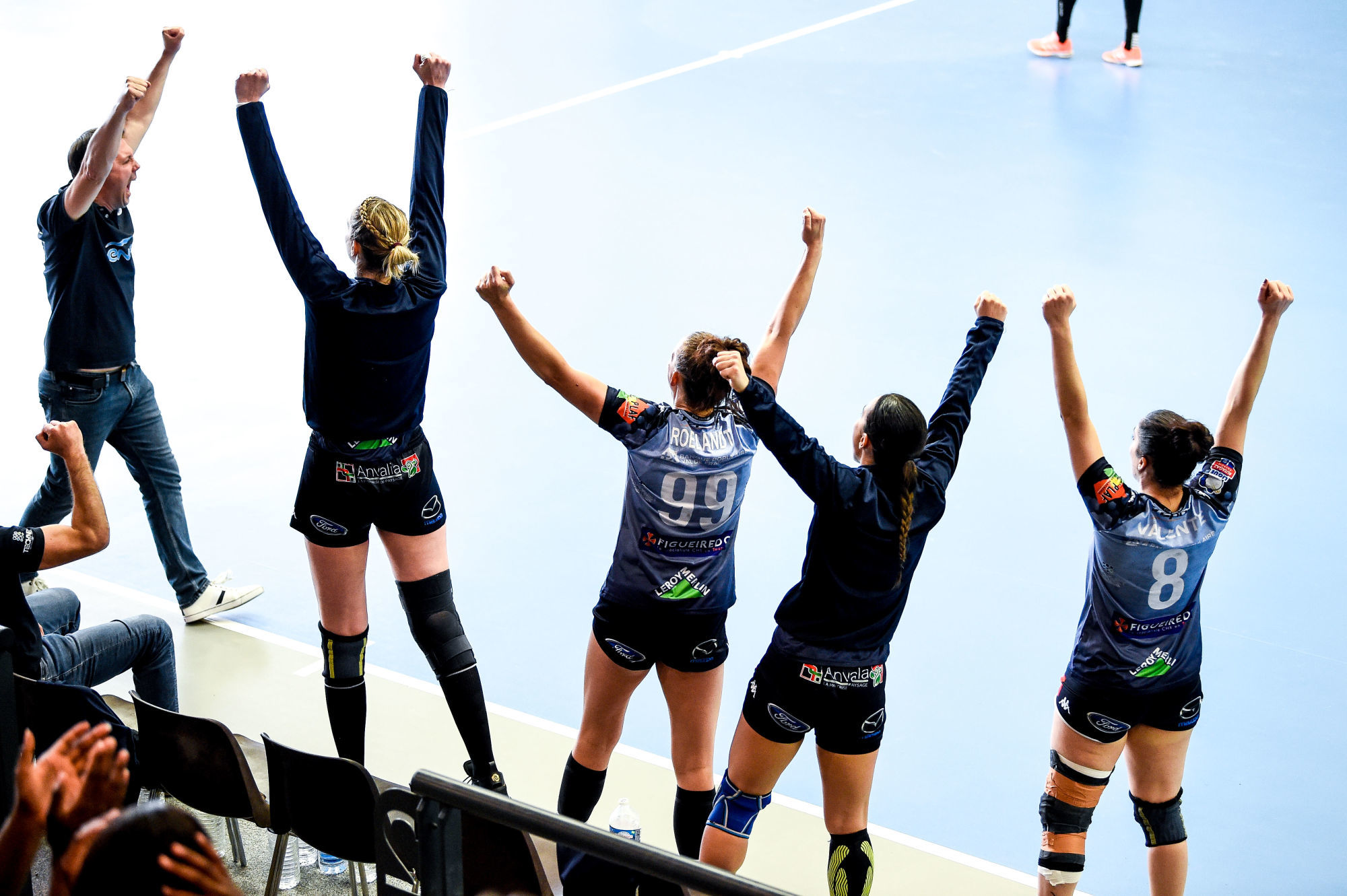 Head Coach Jerome DELARUE of CTHB, Szimonetta PLANETA of CTHB, Lea HEURE of CTHB, Julie SIAS of CTHB and Caroline  of CTHB celebrate during the Ligue Butagaz Energie match between Chambray and Paris 92 on May 8, 2021 in Chambray-les-Tours, France. (Photo by Hugo Pfeiffer/Icon Sport) - Gymnase de la Fontaine Blanche - Chambray-les-Tours (France)