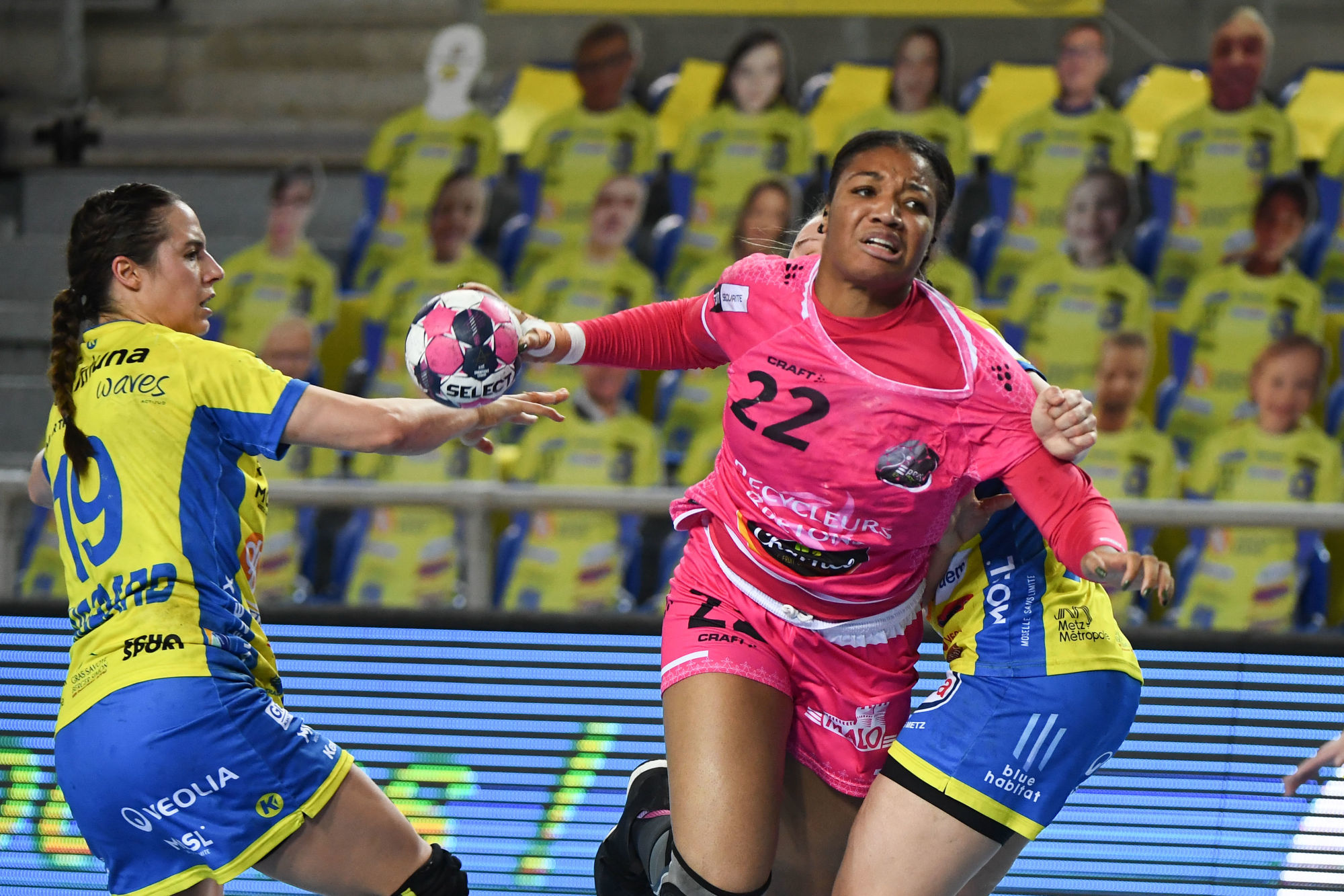 Pauletta FOPPA of Brest Handball during the DELO EHF Women's Champions match between Metz and Brest on April 10, 2021 in Metz, France. (Photo by Anthony Dibon/Icon Sport) - Pauletta FOPPA - Palais Omnisports Les Arenes Metz - Metz (France)