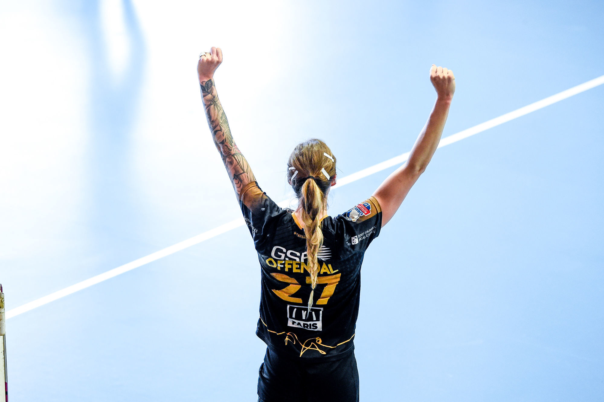 Nadia OFFENDAL of Paris 92 celebrates during the Ligue Butagaz Energie match between Chambray and Paris 92 on May 8, 2021 in Chambray-les-Tours, France. (Photo by Hugo Pfeiffer/Icon Sport) - Nadia OFFENDAL - Gymnase de la Fontaine Blanche - Chambray-les-Tours (France)