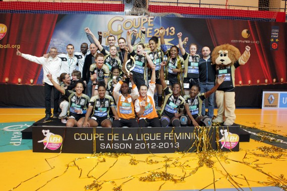 Issy paris vainqueur de la coupe de la ligue 2013 ligue f minine de handball - Coupe de la ligue 2013 14 ...